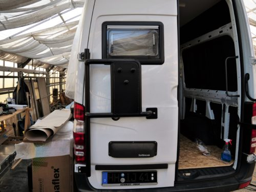 How to readjust the back doors of the Sprinter 316 CDI in 7 steps