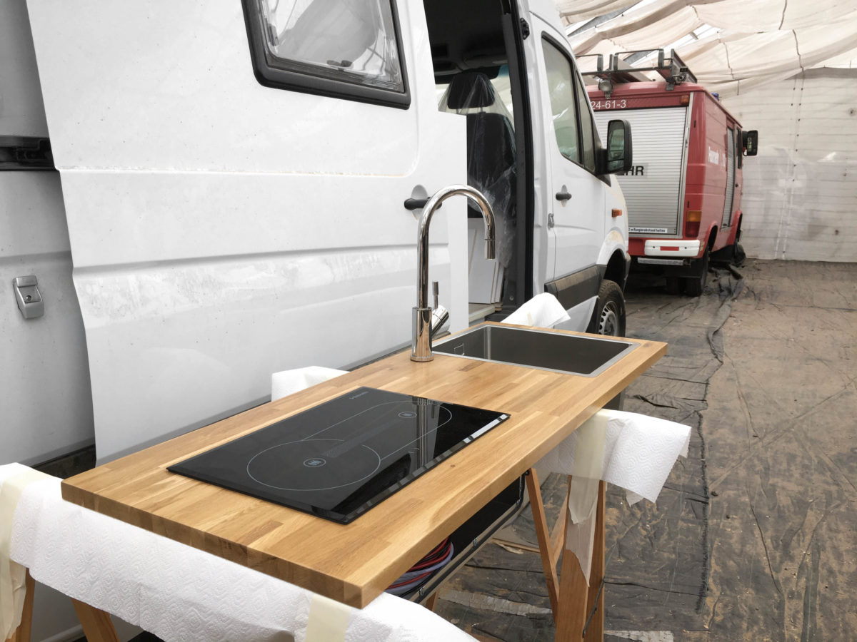Küchen-Arbeitsplatte in DIY Camper Küche